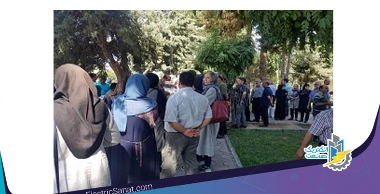 اعضای تعاونی مسکن کارگزاران برق تهران مقابل فرمانداری ساوجبلاغ تجمع کردند